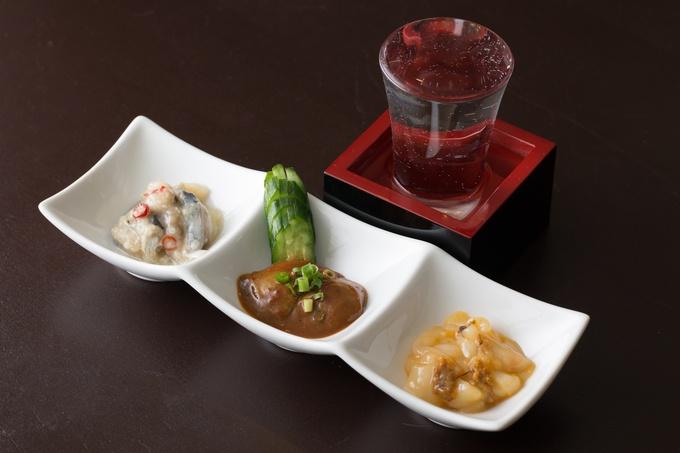 【8月末まで】今ならブランド牡蠣を半額以下で提供!通好みの海鮮珍味が揃うBAR『不夜城』